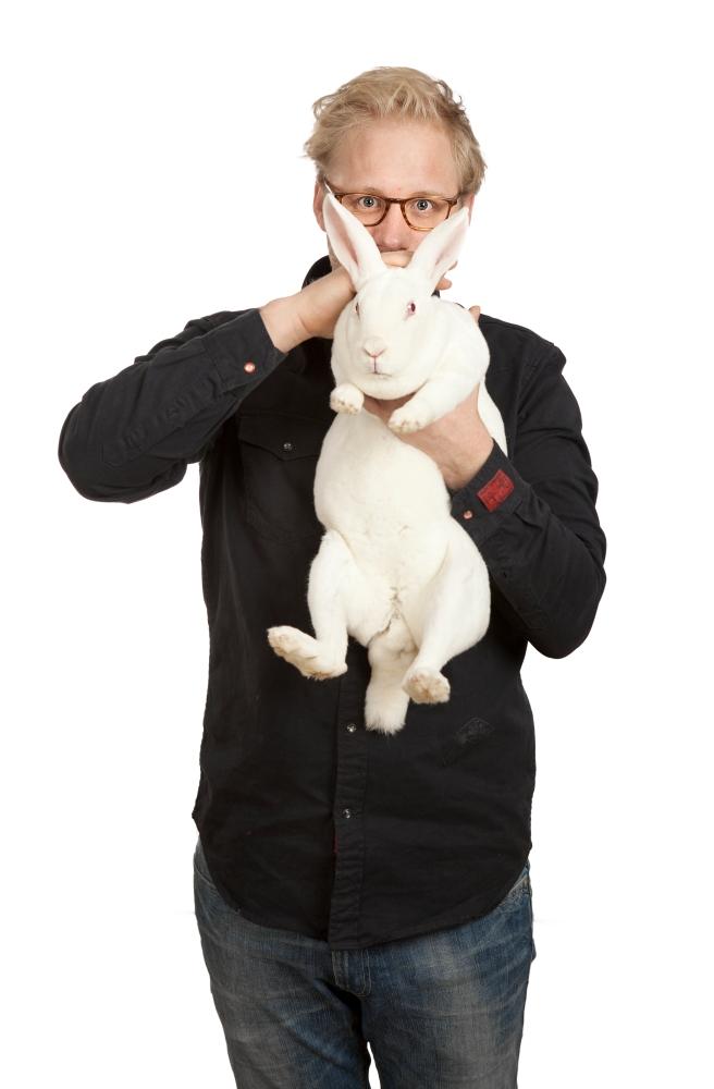 Om utøverne i White Rabbit, Red Rabbit (6/6)